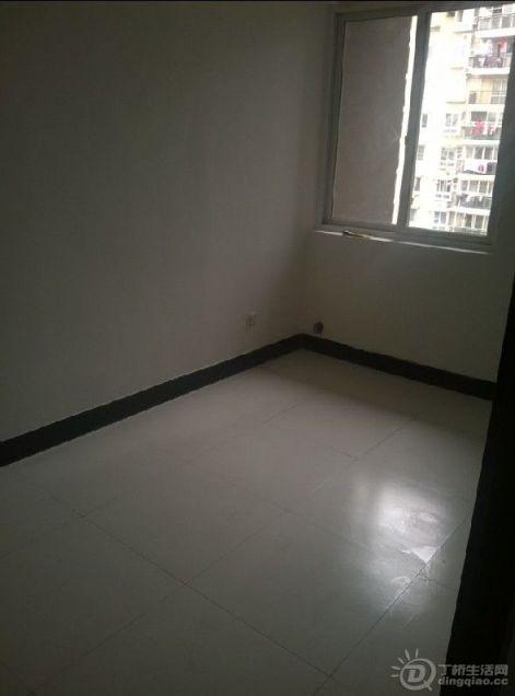 丁桥兰苑三室一厅简装才1550,房子装修简装大方 比较干净